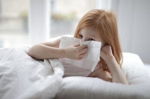 Qué significa estornudar tres veces