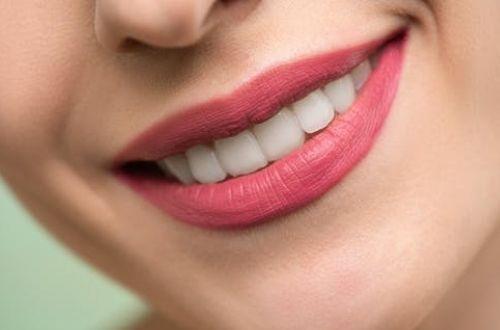 Cáscara de nuez para los dientes